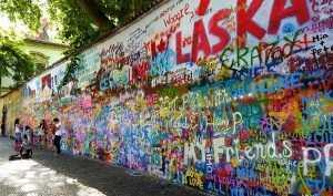 הקיר המפורסם של גון לנון בפראג