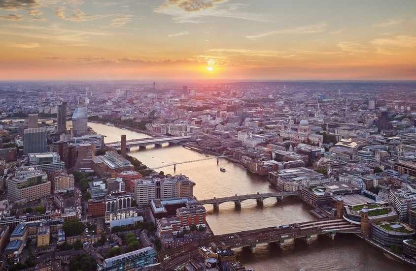 צילום ממגדל השארד לונדון בשעת שקיעה