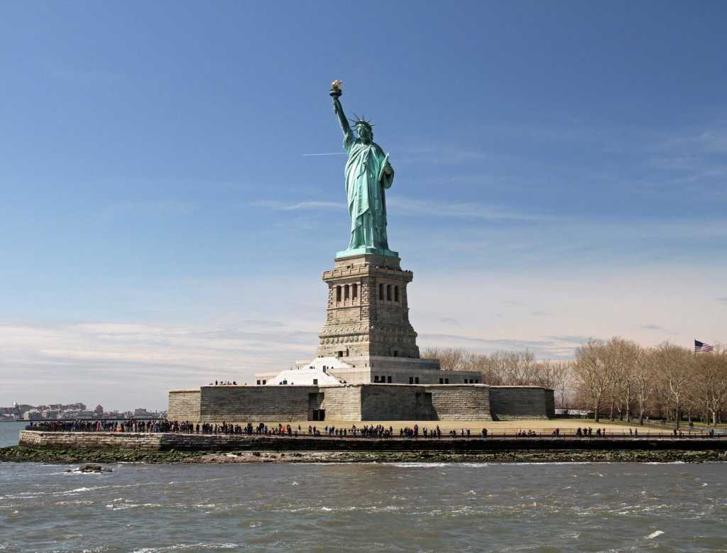 statue-of-liberty-1392273_1920