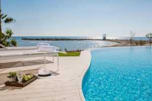 מלון לביי ביץ קפריסין