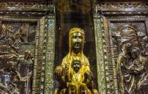 פסל מדונה השחורה המפורסם שבמנזר מונסראט