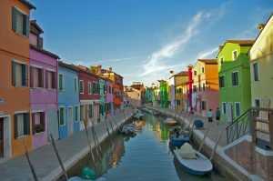 הבתים הצבעונים של האי בוראנו
