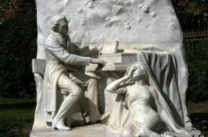 פסלים בפארק מונסו פריז