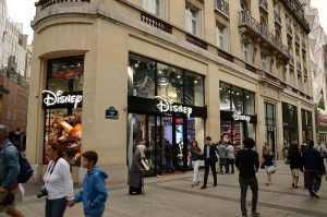 החנות של דיסני בשאנז אליזה