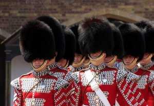טקס חילופי משמרות בארמון המלכה