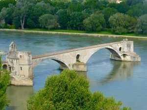 גשר אביניון