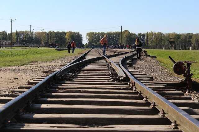 סיור במחנה אושוויץ
