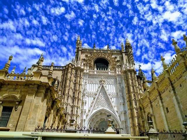 cathedral-4923382_640
