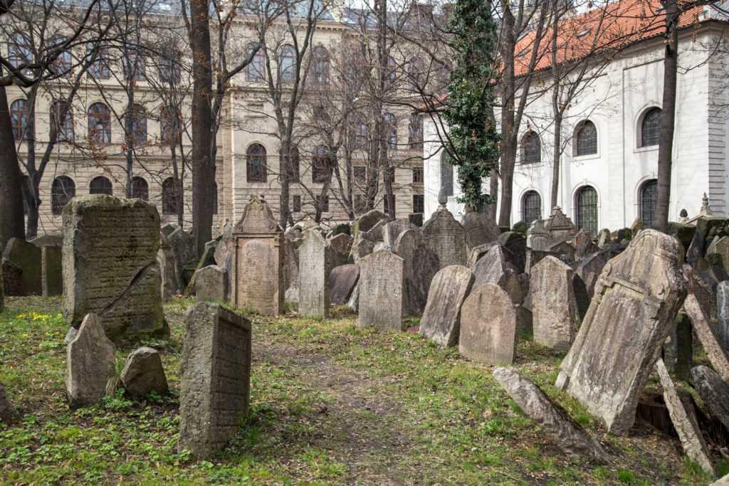 בית הקברות היהודי העתיק במוזיאון היהודי בפראג