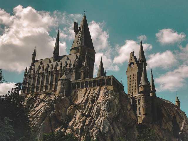 hogwarts-4843724_640