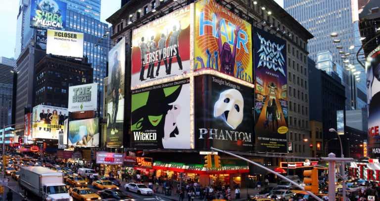מחזות זמר בברודווי 2021/2022 - כרטיסים, המלצות וכל הפרטים!